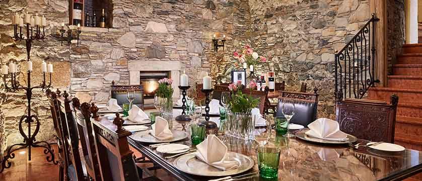 Austria_Kitzbuhel_Schloss_Mittersill_dining-room2.jpg